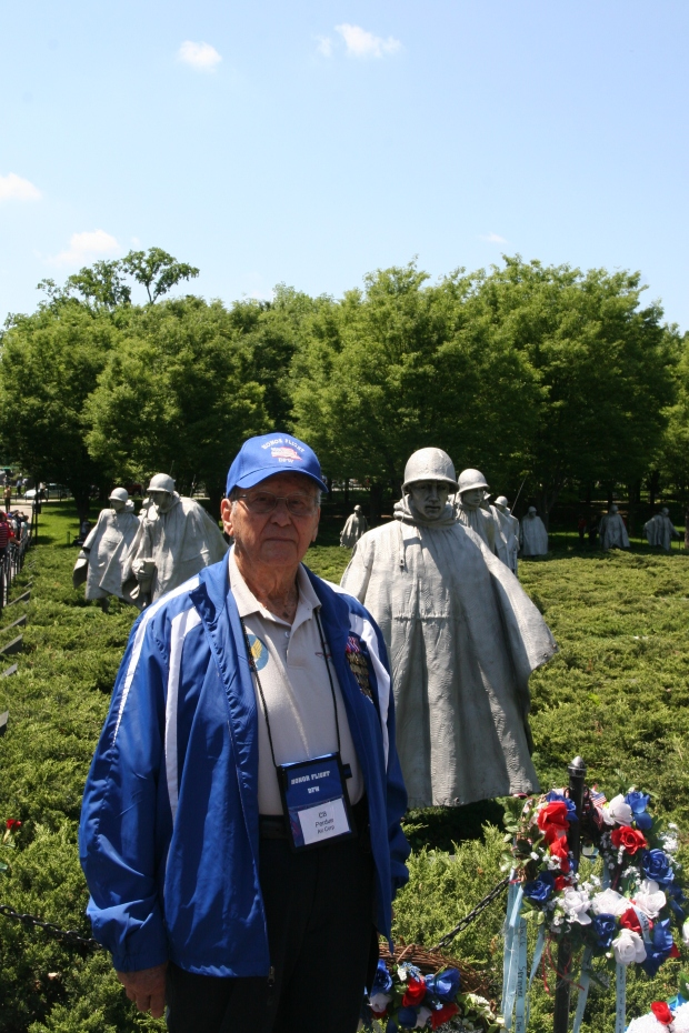 perdue-at-korean-memorial